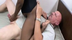 Jenny Jones gets her feet licked and her cunt eaten out by Rod Fontana
