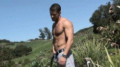Muscled adonis shucks off his jeans and boxers to masturbate in the sun