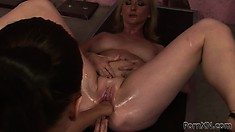 Chubby lesbian rubs her wet cunt while taking a fist in the ass