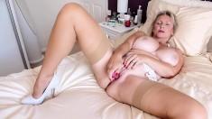 Big Boobs Mature Shoving Dildo Up Her Pussy