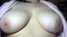 Hairy pussed Chubby girl sneaks in a camshow