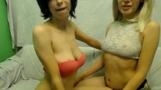Amateur Lesbian Babes Enjoy Having Lesbian Sex